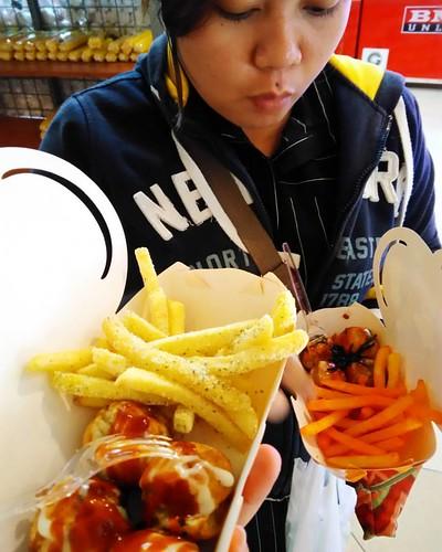 For the love of takoyaki and fries HAHAHA @dhenagrace #moiiforever #mamoii #moii #takoyaki #fries #sourcream #cheese #japfood #fusion #foods #smile