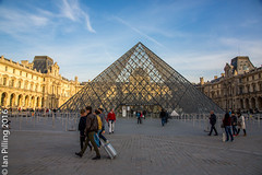 The Musee de Louvre (The Aquanaught) Tags: autumn museedulouvre glasspyramid family paris season location people place suzi ledefrance france fr