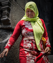 Woman in an embroidered dress (pons5607_3) Tags: woman embroidered dress indonesia asia red color java sony ilca77m2 dt1750mmf28 art a77m2