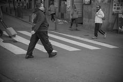 sigue caminando II. (A.Ayuso) Tags: bwstreetphotography blanconegro calle callejeros candid candidphoto domingo espaa madrid nikon noiretblanc rue streetphotography streetshoot schwarzweiss spain strasse strae street urbana