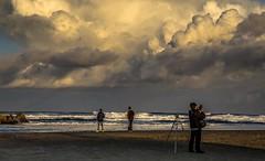 Waiting for the Moon (alcahazada) Tags: mar olas cielo nubes tormenta puestadesol fotografos playa sea waves sky clouds storm sunset photographers beach valencia lalbufera perellonet