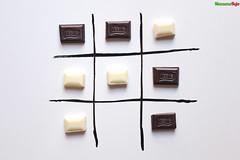 tres en raya (ManzanaRoja producciones) Tags: food dessert tres en raya tris chocolate blanco negro dulce sweet black white