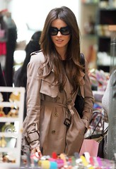 Kate Backinsale betrenched (betrenchcoated) Tags: trenchcoat trench raincoat regenmantel doublebreasted buttons beautifulgirl