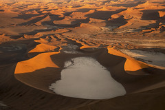 Dead Vlei Aerial photo (carlos.aantunes) Tags: aerial photograph photo dead vlei amazing sossusvlei namibia desert red dunes sand imense infinite trees clay dry old ancient most orange sunrise cesna brutal impressing white snake shape waves
