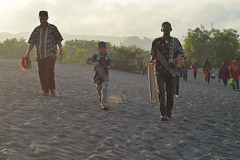 HLS_1906 (Indonesia Documentary Photographer) Tags: sand eid islamic moslem bantul shalat idulfitri parangkusumo gumukpasir 1434h