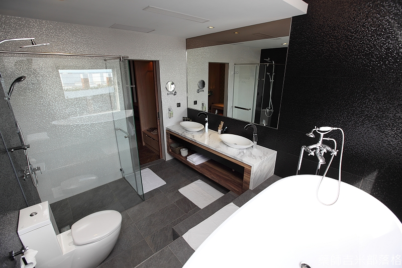 smokeyjoes_hotel_room_302_147
