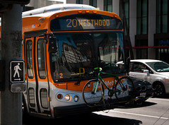 IN FRONT OF BUS and REFLECTION (skech82) Tags: california street usa reflection bus bicycle photography losangeles strada foto united pullman di bici beverlyhills states uniti bicicletta riflesso stati mezzoditrasporto d3000 skech82