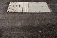 asphalt, beton, holz (mcorreiacampos) Tags: germany deutschland bahnhof asphalt holz alemanha beton traunstein boden piso estacaodetrem