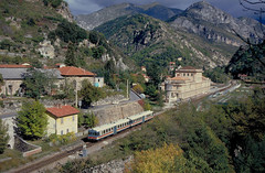 Cuneo-Ventimiglia_1990_20_5609 (claus_pusch) Tags: railroad eisenbahn railway cuneo ventimiglia ferrovia limonepiemonte chemindefer breilsurroya tendabahn vallederoya