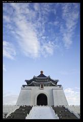 _G003914 copy (mingthein) Tags: building architecture digital hall memorial availablelight 28mm taiwan v kai taipei gr shek chiang ming ricoh onn 2013 apsc thein photohorologer mingtheincom