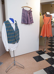 20140202__MG_4988_Yarn_To_Garment (Pat Kilkenny) Tags: ohio color wool fashion yarn fabric weaving weave oberlin garment 2014 oberlincollege 13thannual betsybruce yarntogarment
