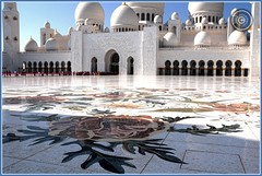 Abu Dhabi, United Arab Emirates (Wioletta Ciolkiewicz) Tags: city capital ciudad courtyard mosque arabic abudhabi emirate unitedarabemirates citt zea miasto stolica sheikhzayedbinsultanalnahyan meczet emiratiarabiuniti  emiratosrabesunidos sheikhzayedgrandmosque  uaezjednoczoneemiratyarabskie wiolettaciolkiewicz