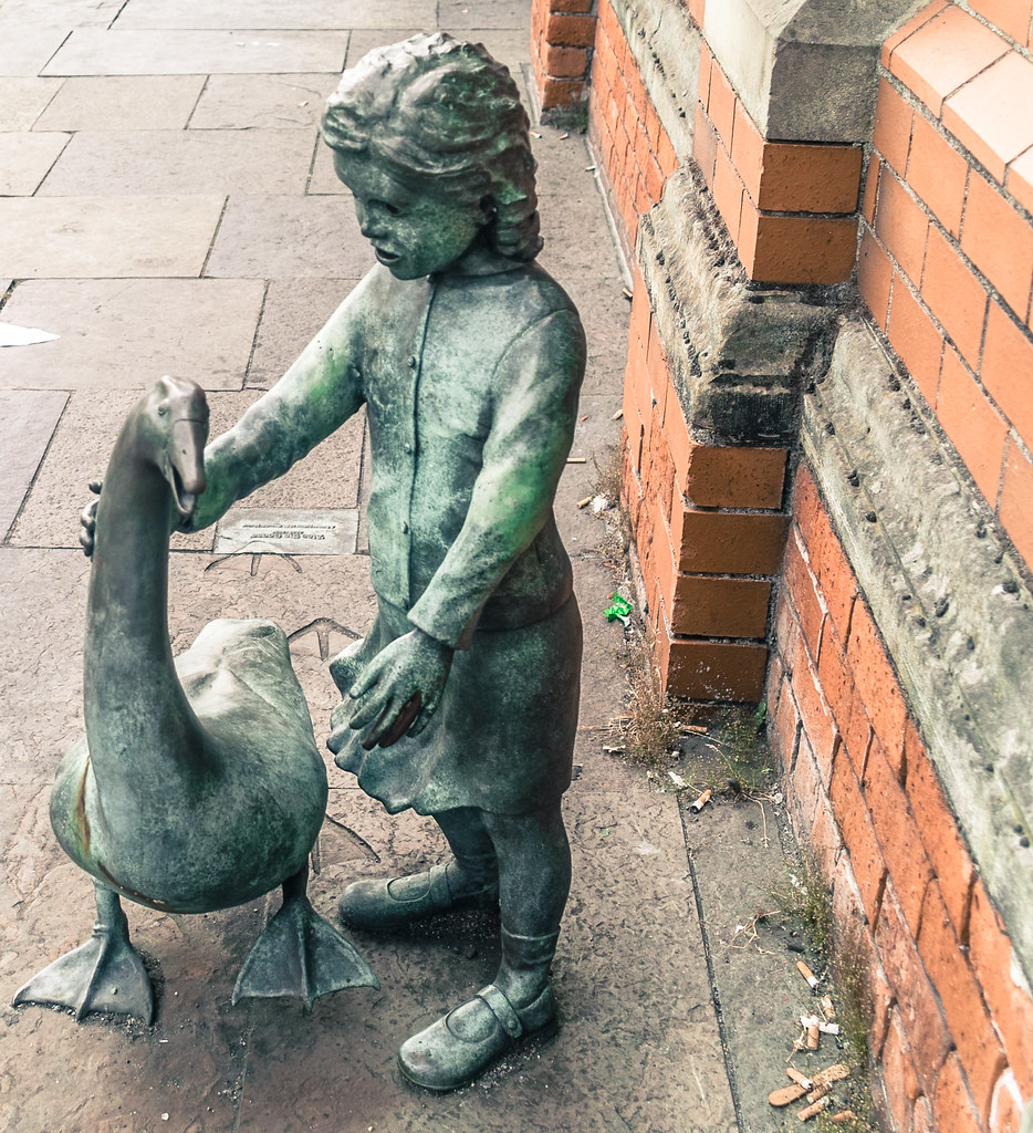 """Alec the goose"" sculpture, Belfast - Outside St. George's Market In Belfast"