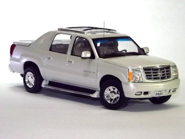 2005 white chevrolet truck model cadillac pearl kit escalade 125 amt ext picape plastimodelismo perolizado