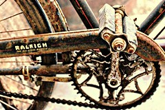 rusty Raleigh bike (Jackal1) Tags: old vintage rust rusty bike pedal chain canon 50mm