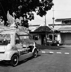 Remodeled (Purple Field) Tags: rolleiflex t tlr carl zeiss tessar 75mm f35 ilford delta iso400 bw monochrome film analog 6x6 120 medium square yogyakarta indonesia street alley walking together bicycle                    canoscan8800f stphotographia