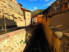 Albarracn (Teruel) (sebastinaguilar) Tags: 2016 teruel aragn paisajeurbano rocas acantilado espaa