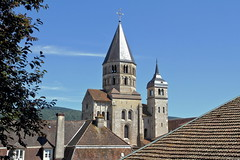 Cluny - la dernire tour (Chemose) Tags: tour tower glise church abbaye abbey tuile rooftile clocher bell clocherdeleaubnite toit roof cluny bourgogne burgundy southburgundy bourgognedusud saneetloire mconnais france canon eos 7d hdr juillet july t summer