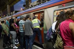 Problemas nas linhas 11 e 12 da CPTM 26-02-2015-65 (BWpress.foto) Tags: incendio trem acidente alckmin bwpress cptm ferrovia governo pane passageiros transporte trilhos tumulto zonaleste