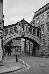 Ponte dei Sospiri, Oxford (maybe..78) Tags: pontedeisospiri oxford hertford college inghilterra granbretagna biancoenero monocromo monochrome rialto bridge blackandwhite black white collegio universit university