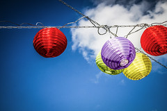 Lampions (kaempfe.ch) Tags: abstrakt bunt einladung feier fest fete firmament geburtstag himmel lampion laterne party postkarte sonstiges stahl stahlkette wolken