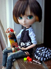 Tag: TMI (Too Much Information) (Bell) Tags: isul mao saemon van scarlett skate doll groove
