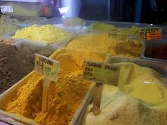 Especias del mercado central de San Jos av.0-1, c.6-8/ Spices from San Jos's central market 0-1st av., 6th-8th st. (vantcj1) Tags: especias comida mercado tradicin escaparate iluminacin urbano objeto