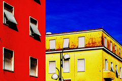 Colours 27_11_16 (Alessandro Dozer Fondaco) Tags: latina palazzi buildings edifici citt city rosso giallo blu red yellow blue finestre windows linee lines cielo sky lampione lamp prospettiva perspective contrasto cromatico contrast chromatic color fdl fotografi di