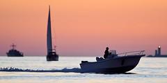 _4LN5472-fin de journée d'octobre. (Brestitude) Tags: sunset orange lighthouse color boat brittany bretagne breizh brest 29 bateau phare couleur contrejour coucherdesoleil finistère rade petitminou brestitude ©laurentnévo2013