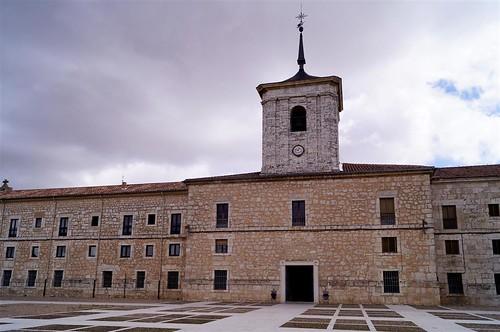 Resultado de imagen de monasterio san isidoro de dueñas
