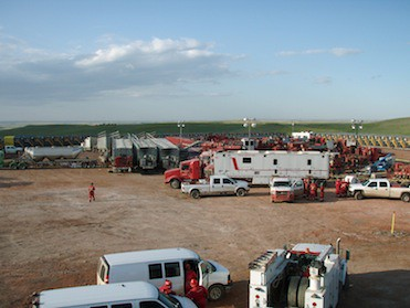 Halliburton preparing to frack the baken © Joshua Doubek