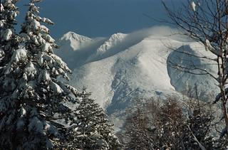 Cloud runs over Mt.Oputateshike