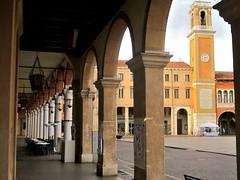 Rovigo, piazza Vittorio Emanuele II (Valerio_D) Tags: italy italia 1001nights veneto rovigo 1001nightsmagiccity ruby10 ruby15 2013autunno