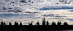 Nürnberg Burg Silhouetten (Ralf Westhues) Tags: people architecture clouds zeiss germany general kirche wolken nuages allemagne burg nürnberg silhouetten planart1450 sebaldus zf2 planar5014zf