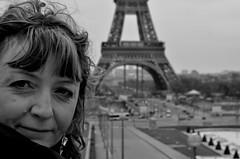 Parigi (maurobrock) Tags: viviana toureiffel francia parigi maurobrock {vision}:{outdoor}=0943