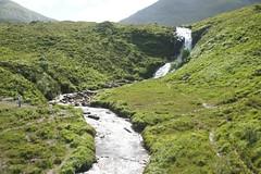 2013-08-04 S9 JB 65907# (cosplay shooter) Tags: uk greatbritain skye scotland waterfall isleofskye wasserfall unitedkingdom britain gb sco ainort lochainort 100b easabhradain bhradain x201405