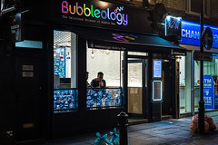 Bubble Time (Sean Batten) Tags: london england unitedkingdom gb nikon df 50mm bubbleology night nighttime soho streetphotography street shop tea people city urban drinking