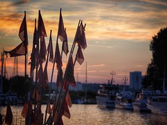 markings of sundown (paddy_bb) Tags: paddybb 2016 deutschland germany wasser harbour sunset schleswigholstein water seascape sky boat olympusomd hafen balticsea sonnenuntergang sun