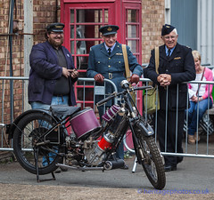 IMG_6333_Salute To The 40's 2016 (GRAHAM CHRIMES) Tags: salutetothe40s 2016 salute2016 chatham chathamhistoricdockyard vintage vehicle vintageshow heritage historic livinghistory reenactment reenactors dockyard 40s 40sdress 40sstyle 40svintage celebration actors british britishheritage wwwheritagephotoscouk commemorate