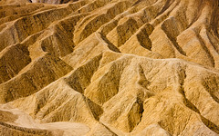 Death Valley - Zabriskie Point (++sepp++) Tags: california usa us deathvalleynationalpark deathvalleynp kalifornien landschaft landscape stein stone erosion furnacecreeklake sedimente sediments gold gelb yellow