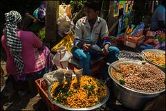 Peanuts. Doddabetta peak (Claire Pismont) Tags: asie asia inde india travel travelphotography travelshot tamilnadu pismont clairepismont peanut pea doddabetta peak colorful couleur color colour streetshot street streetphotography