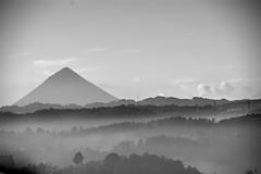 Santa Mara B/N / B/W Santa Mara (drlopezfranco) Tags: guatemala quetzaltenango xela santamara vulcano volcn bw bn fog mist neblina niebla early temprano maana morning