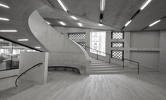 Staircase, Switch House (shadow_in_the_water) Tags: stairs staircase concrete theswitchhouse newtatemodern tatemodern architecture herzogdemeuron artgallery banksidepowerstation bankside london se1 bench
