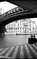 Venezia (Bourguiboeuf) Tags: leica m6  summicron 35 asph kodak 400 trix el800 d76 11 10min45 push homedev ishootfilm filmfeed ibelieveinfilm filmisnotdead france man guy dude homme cityscape paysage lyon city urban horizon french argentique analog pellicule film portrait portraiture face visage tete head bourguiboeuf nikon coolscan noir et blanc nb bw black white monochrome venezia venice canal canale bridge pont