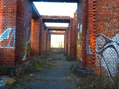 Arche de brique (legrandJD) Tags: brick column arche brique abandonné tag graffity soleil profondeur