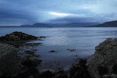 Silence alentour  prs Ord, loch Eishort, Skye, Ecosse, aot 2013 (Stphane Bily) Tags: skye evening scotland loch soir cosse hbrides ledeskye stphanebily