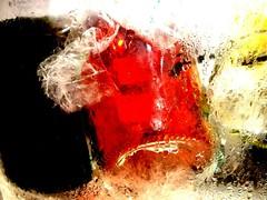 Abstracto en blanco, tinto y rosado (Miss Mandarina) Tags: abstract texture textura ice gelo glass sony explore abstracto cristal gel hielo pamplona vidrio vins glace vini verre vinos vinhos wines ghiaccio icebucket winecooler botellas abstration abstrao botles vidre abstracte iruea ampolles explored 2013 cubitera abstracin sonydsch20 missmandarina sceauglace