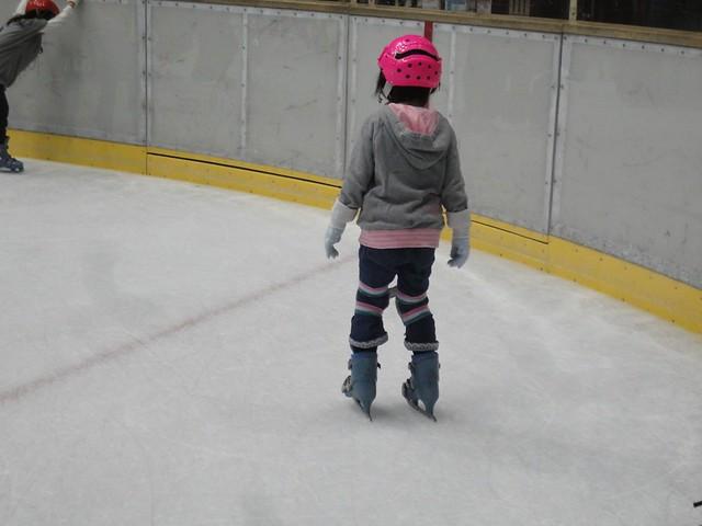 しばらくすると、だんだんうまく氷の上でバランスが取れるよう。|日本ガイシスポーツプラザ ガイシアリーナ