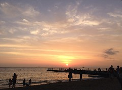 Waikiki Sunset (R R Horne) Tags: sunset beach water waikiki honolulu shorebirdrestaurantbeachbar uploaded:by=flickrmobile flickriosapp:filter=nofilter