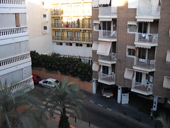 Vistas a zona levante, muy soleado de mañana, situado en 2ª línea de playa y centro. Consulte precio a su inmobiliaria en Benidorm, Asegil www.inmobiliariabenidorm.com